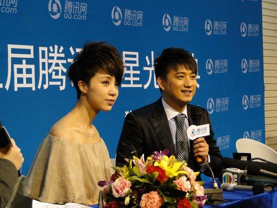黄磊星光大典获年度男演员奖 爱妻孙莉现身颁奖
