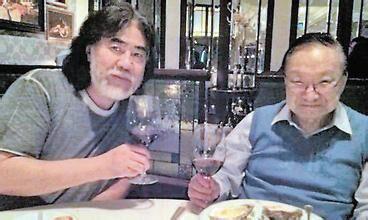 金庸先生迎92岁生日 张纪中专程赴港祝寿