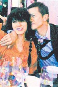 王菲生日风头被抢 刘嘉玲带胡军小S夫妇拼热吻