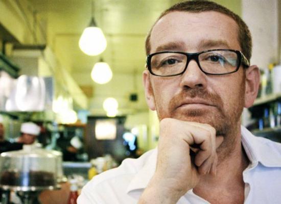 U2乐队导演忆巴黎暴恐经历 一年后仍忍不住落泪