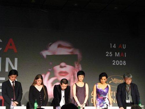 贾樟柯现身成都纪念活动 参赛戛纳不忘汶川