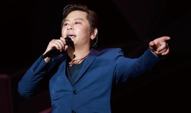 王杰深情翻唱《海阔天空》 8月8日北京开唱