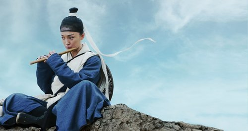 电影《龙门飞甲》曝光首个造型 周迅洒脱扮女侠