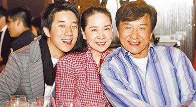 林凤娇在事业最高峰退出娱乐圈,专心相夫教子。