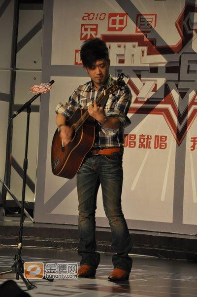 成都快男创作型歌手获赞许 吉他选手遭封杀