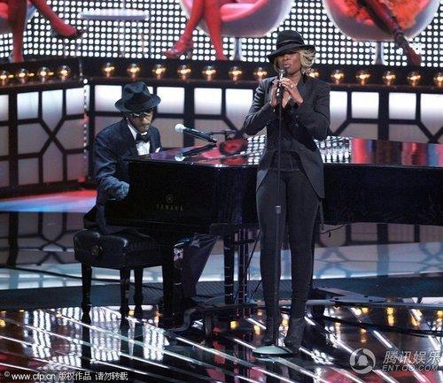 天后Mary J. Blige和新人Drake黑白配当台调侃