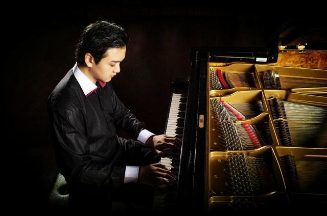 """世界动漫钢琴改编""""第一人""""Animenz"""