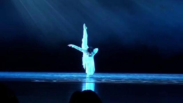 杨洋17岁舞蹈画面曝光 舞技精湛获称赞