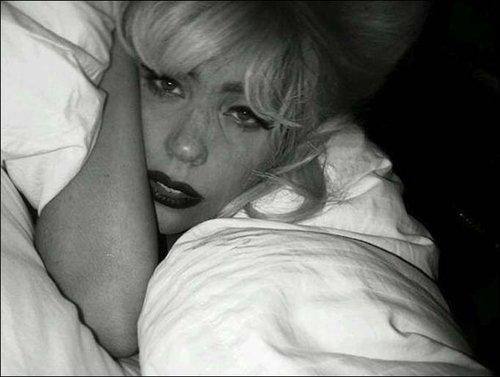 Lady Gaga网上贴睡眼朦胧照 英媒讽刺穿帮作秀