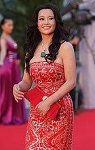 刘晓庆红裙亮相红毯