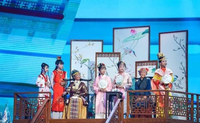 国庆中秋晚会10大节目回顾:成龙刘恺威歌颂祖国 《红楼梦》小戏骨获赞