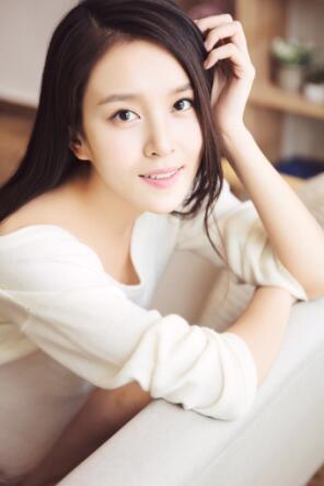 杨雪儿携手张艺兴陈都灵出演《求婚大作战》