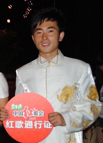 红歌会哈尔滨唱区30强产生 通俗唱法风行