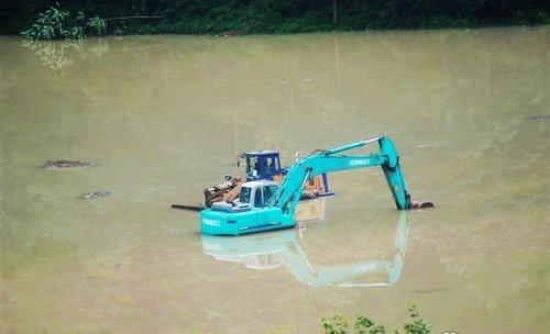 《香格里拉》剧组突遇泥石流 道具被淹被迫停工