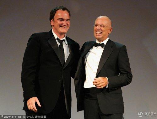 威尼斯开幕现场评审团成员加布里埃尔光头登台