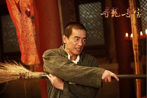陈小春《寻龙夺宝》剧照首曝光 接棒成龙秀功夫