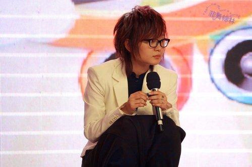 四年后李宇春周笔畅同台PK 好歌唱响江城中秋夜