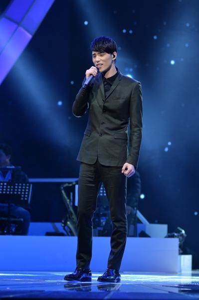 《正在听》人气王陈昊宇止步7强 型男唱哭Jolin