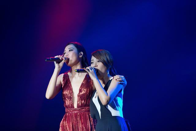 A-Lin深圳演唱会庆生 备受感动三度哽咽落泪
