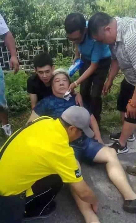 刘金山买桃时遇车祸 颈椎受伤没有大碍