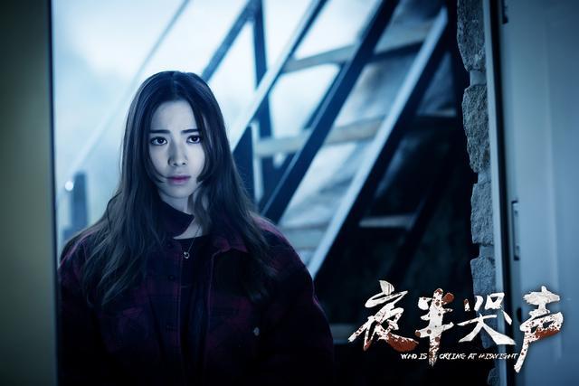 《夜半哭声》近日发布剧情版预告,预告片中曝光了一系列惊悚画面,同时图片