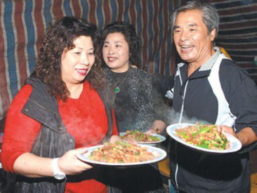 66歲雷洪引導31歲女搭檔拍激情戲:摸哪都可以
