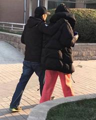 王菲谢霆锋遛弯如老夫老妻