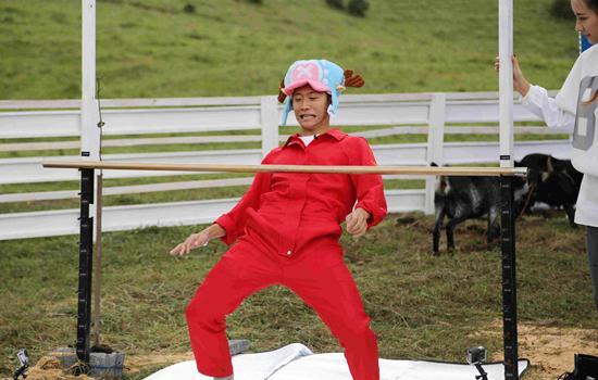 """《我是传奇》保剑锋""""与牛同居""""7天 秀踢踏舞"""