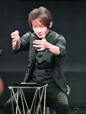刘谦巡演40场吸金5000万 新魔术割喉效果惊人