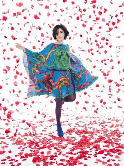 贾静雯吟唱《这个世界》 联合环保艺术家爱地球