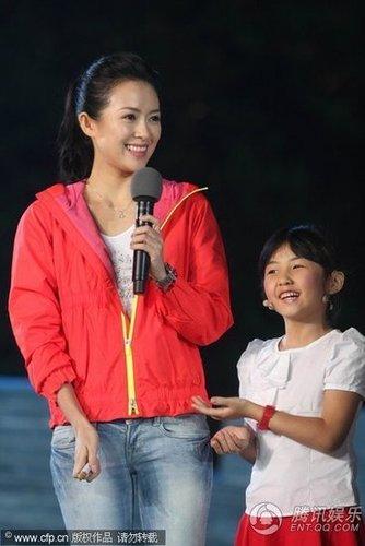 章子怡甩诈捐阴影 与李连杰同台讲述童年梦想