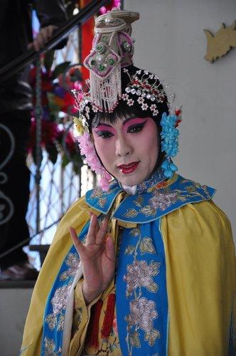 李玉刚加盟高满堂作品 与何赛飞演绎京剧母子