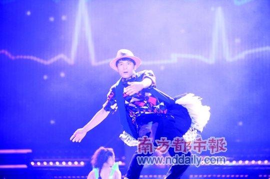 """卓君荣膺""""中国达人"""" 草根舞王战胜菜花甜妈"""