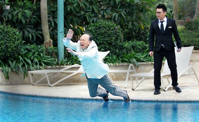 《幸福双黄线》将杀青 陈威男狠心推郭达下泳池