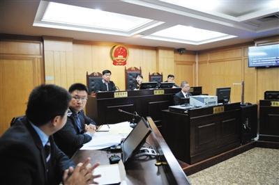 赵薇老公被诉腾房案开庭 法院裁定中止审理