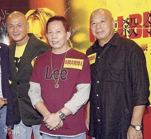 刘家辉(左)得悉刘家良(中)的死讯后,心情低落。