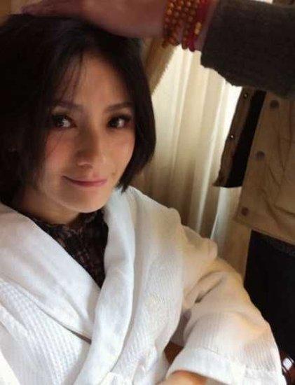 沙溢胡可今日10时大婚 新娘梳妆精心打扮(图)