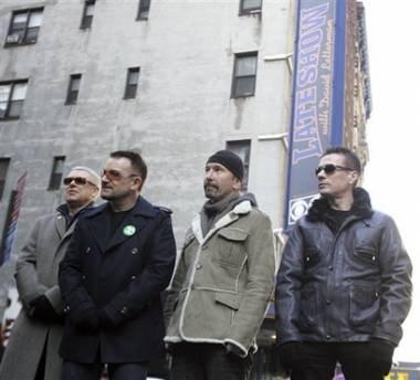 U2巡演舞台上发新歌《Every Breaking Wave》