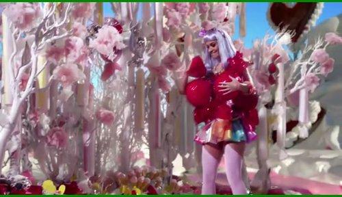 Katy Perry《California Gurls》MV