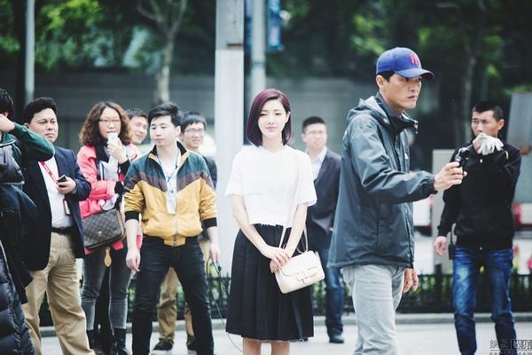 """《婚礼日记》上海大屏幕 发主创""""520""""粉红宣言"""