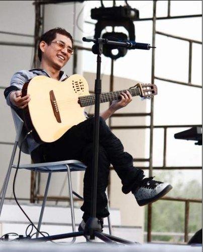 杨嘉松唱玩音乐节 加唱窦唯作品向前辈致敬