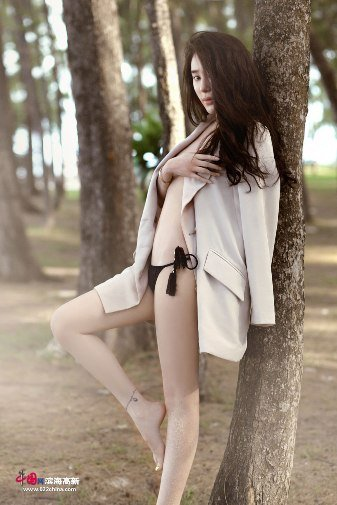 姜欣雨泰国写真奔放 秀白皙双腿无辜惹人怜图