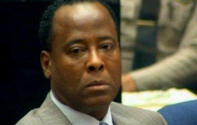 杰克逊医生过失杀人案开审 或将面临四年监禁