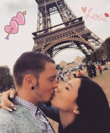 蔡健雅晒照秀恩爱 与男友在埃菲尔铁塔下亲吻