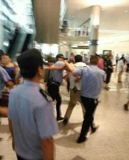 EXO机场冲关拒检细节曝光:韩语辱骂工作人员