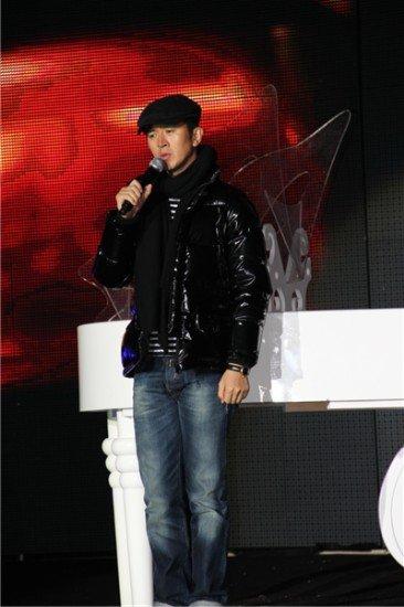 钢琴才子郭家铭空降南京 用歌声展现肖童魅力