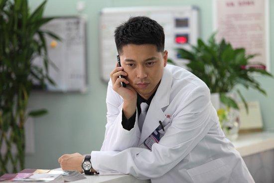 王雷在刀尖上行走 《哈尔滨往事》四度出演医生