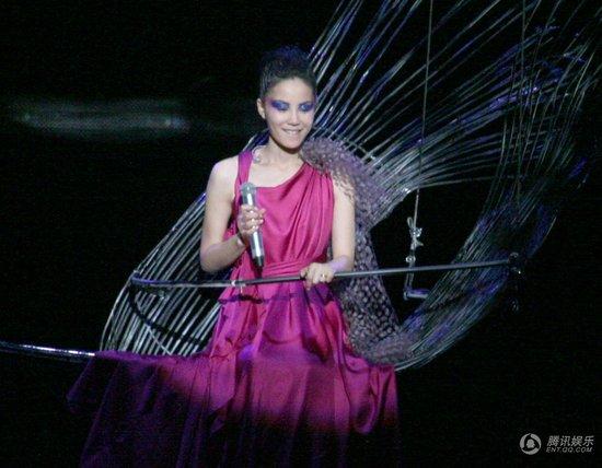 """王菲2010个唱特别节目""""菲说不可""""之造型师篇"""