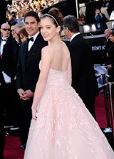 海莉淡粉色礼服甜美如公主