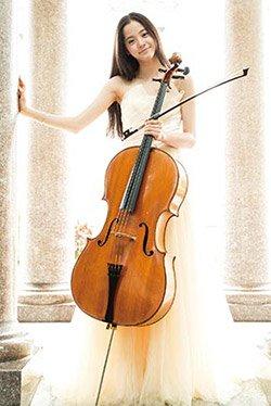 """舞台上的""""大提琴女神"""""""